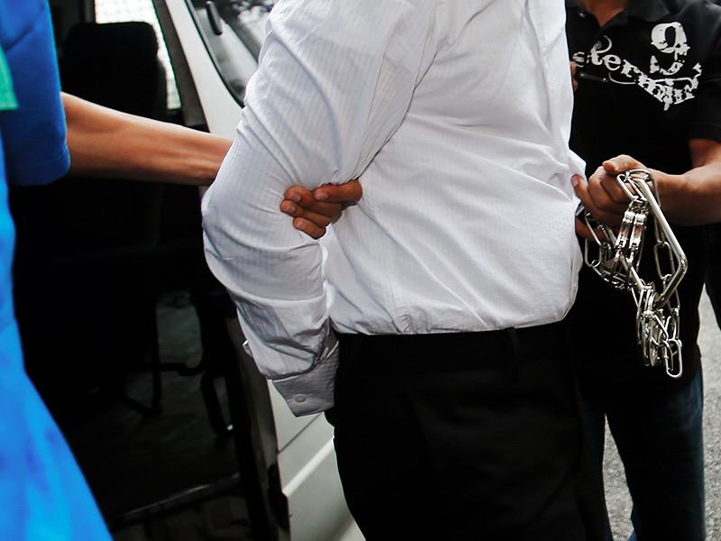 Суд города Джохор-Бару в Малайзии вынес смертный приговор 37-летнему уборщику судна Извануддину Касиму, который признан виновным в убийстве крупного бизнесмена. Мотивом расправы было желание наказать коммерсанта за отказ платить компенсацию после дорожной аварии