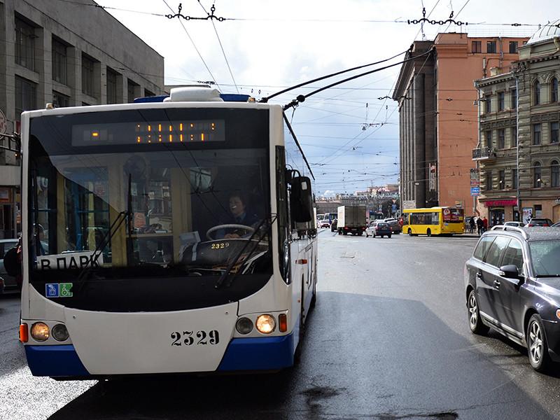 В петербургском троллейбусе пассажир напал на кондуктора с пистолетом и газовым баллончиком