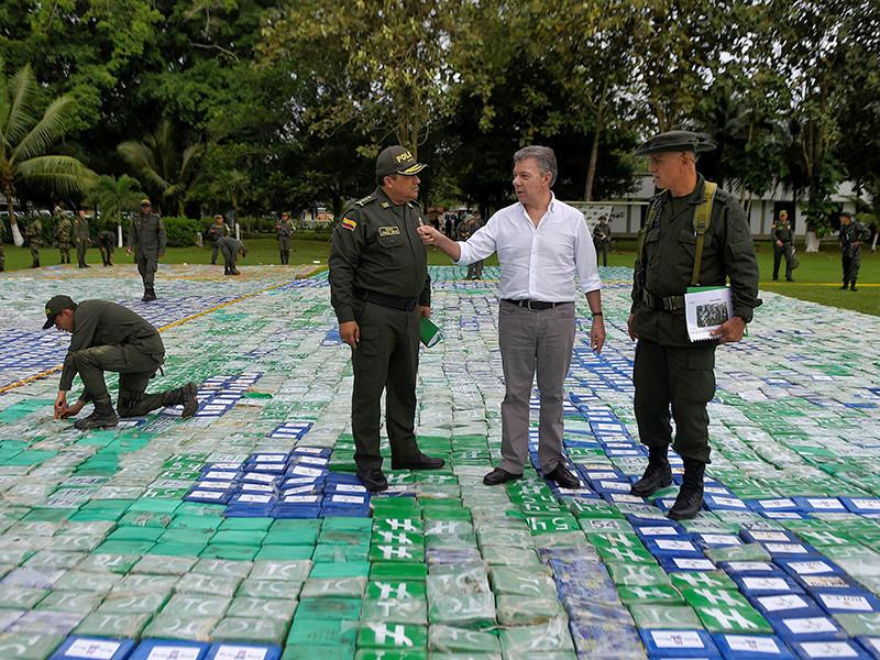 Колумбийские полицейские и военные конфисковали самую большую партию кокаина за всю историю страны. Всего было изъято больше 12 тонн чистого кокаина, который должен был попасть на международный рынок