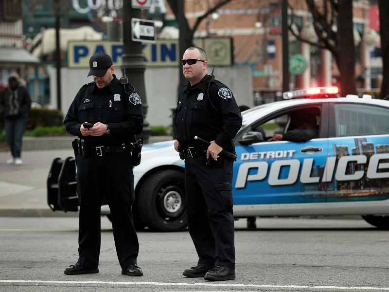NEWSru.com :: В Детройте подрались две группы полицейских, принявшие друг  друга за наркоторговцев