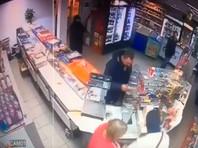 В Киеве 14-летний сын депутата ограбил магазин (ВИДЕО)