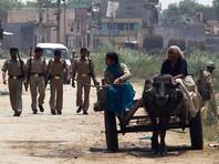 Полиция индийского штата Уттар-Прадеш арестовала двух мужчин, подозреваемых в циничном сексуальном надругательстве над больной раком несовершеннолетней девушкой