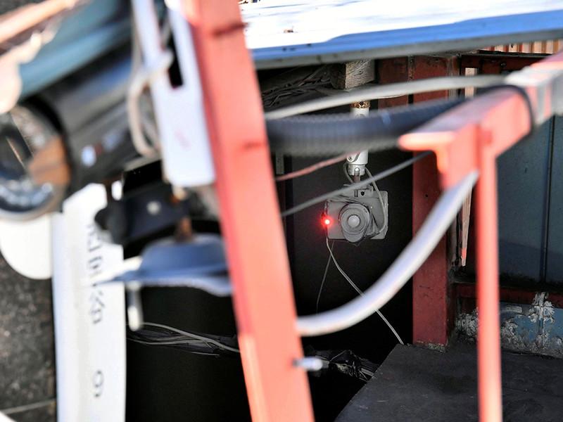 Внутри помещения были установлены видеокамеры, позволявшие вести круглосуточное наблюдение за узницей