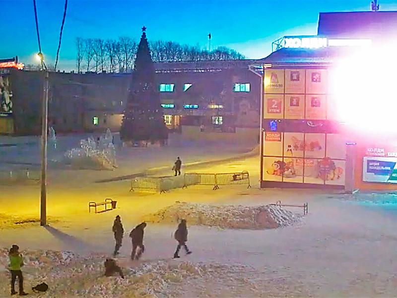 В Красноярском крае подростки избили детей из-за катания на ледяной горке