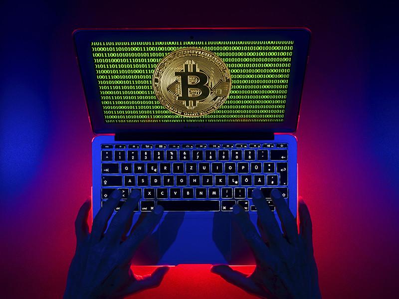 Прибыль наркоторговцев переводилась в криптовалюту (биткоины). После этого биткоины через электронные биржи выводились на счета, зарегистрированные участниками преступной группы. Далее криптовалюта конвертировалась обратно в рубли и расходовалась
