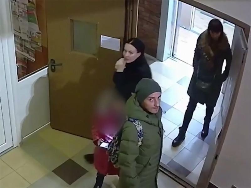В Ростове-на-Дону воры бросили украденную картину, которая не влезла в их автомобиль