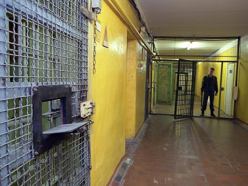 В СИЗО Кирова заключенный, избитый за жалобы на сырость, воткнул в грудь гвоздь