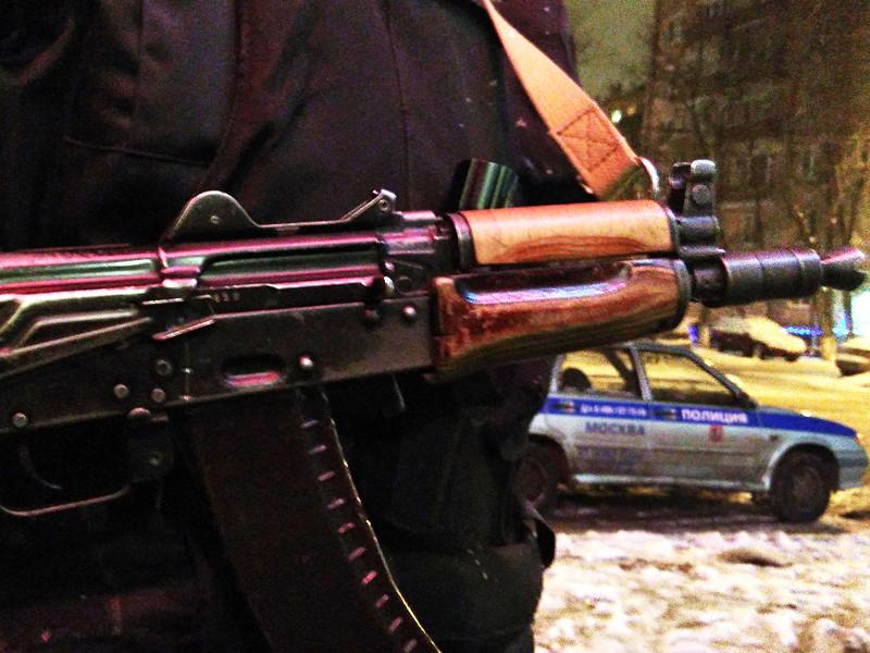 """В Москве бомж пытался ограбить """"Сбербанк"""", передав кассиру записку с требованием 4 млн рублей"""