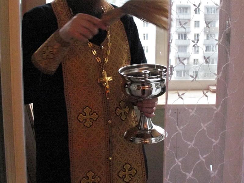 В Томской области полиция и православная церковь пытаются выяснить причины паранормальных явлений, которые стали происходить в одном из домов в селе Маракса Колпашевского района
