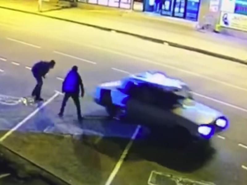 В Майкопе мужчина зарезал брата у входа в здание автостанции (ВИДЕО)