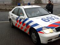 В Голландии подростки отбились от мужчины, который ворвался на школьный двор с ножами в руках (ВИДЕО)