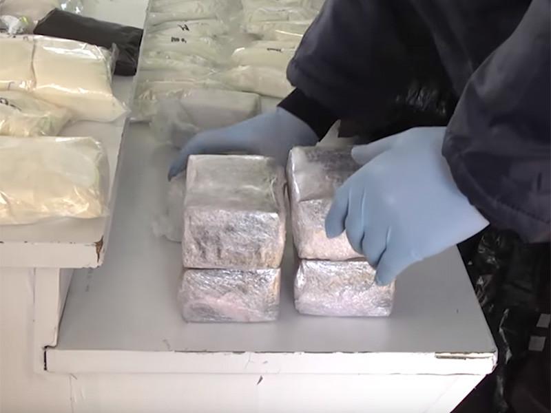 В Татарстане сотрудники ДПС обнаружили 16 кг наркотиков в иномарке, следовавшей из Москвы