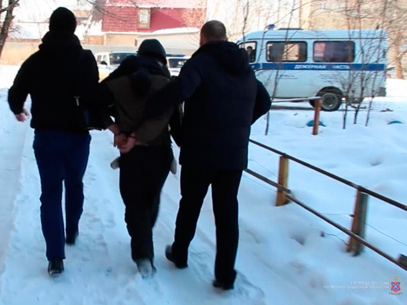 По предварительным данным, девочку несколько дней удерживал в плену грузчик, ранее работавший в магазине, которым владеют родители Анны