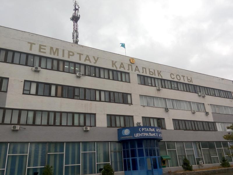 В Казахстане мужчина, ранивший из винтовки игравшего в песочнице ребенка, приговорен к пяти годам условно
