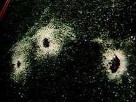 Когда Артур Подольский снизил скорость возле одной из глубоких ям, по автомобилю было произведено несколько выстрелов. Две пули попали в депутата, но единоросс смог нажать на педаль газа и уехать с места происшествия. По предварительным данным, киллер вел огонь из лесополосы