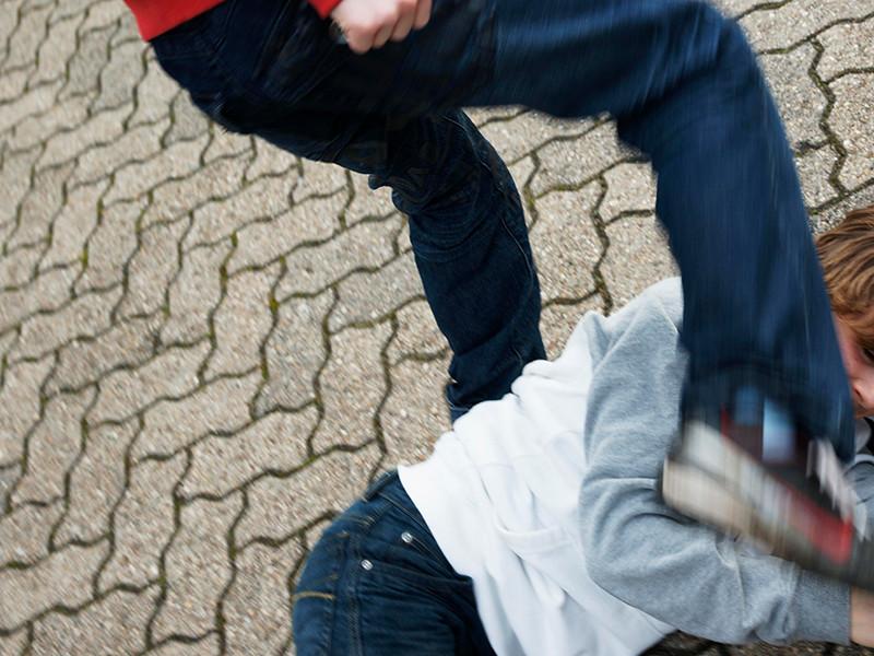 В Нижнем Новгороде за две недели было зафиксировано два похожих случая с избиением школьников. Причем мотивом нападений становилась внешность потерпевших