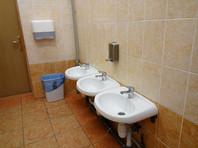"""В Коми учитель-трудовик установил видеокамеру в женском туалете для """"контроля над детьми"""""""