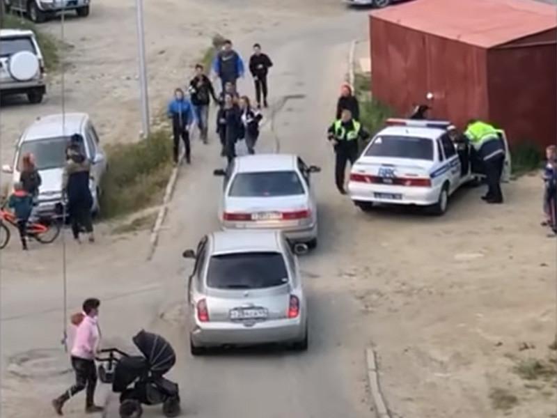 В Магадане следователи организовали сразу две проверки после того, как на группа подростков устроила потасовку с полицейским. Инцидент произошел 17 июля