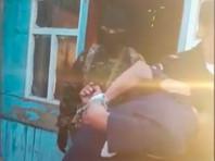 """Силовики штурмом взяли цыганский дом и освободили похищенного владельца агрохолдинга """"Орловская Нива"""" (ВИДЕО)"""