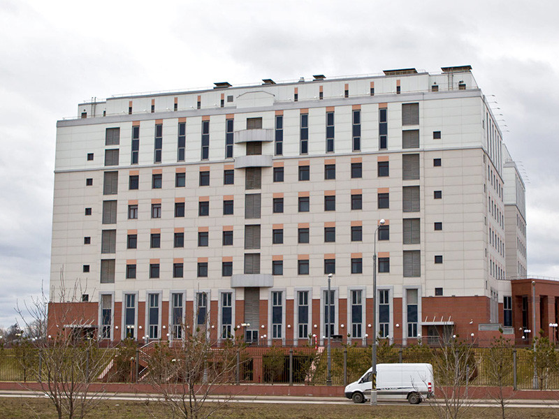 """Следственный комитет РФ предъявил обвинения по уголовному делу о перестрелке в Мособлсуде в августе 2017 года с фигурантами уголовного дела """"банды ГТА"""" одному из подсудимых, а также четверым сотрудникам полиции, ответственным за конвоирование"""