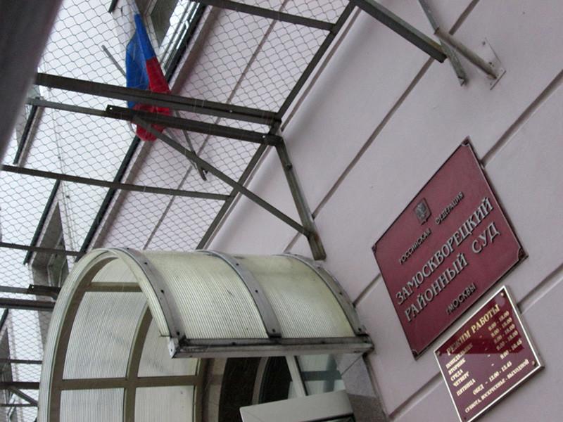 Замоскворецкий суд Москвы вынес обвинительный приговор Корнею Макарову, избившему молодого человека до смерти в парке имени Горького, и освободил его в зале суда в связи с отбытием наказания в СИЗО