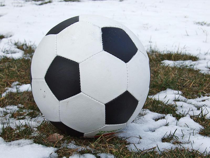 В Восточном округе Москвы по подозрению в мошенничестве задержаны двое мужчин в возрасте 33 и 40 лет, которые получили у родителей школьников около миллиарда рублей, чтобы открыть новые футбольные клубы