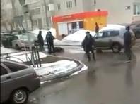 В Нижнекамске неизвестный зарезал полицейского у здания УВД и был убит (ВИДЕО)