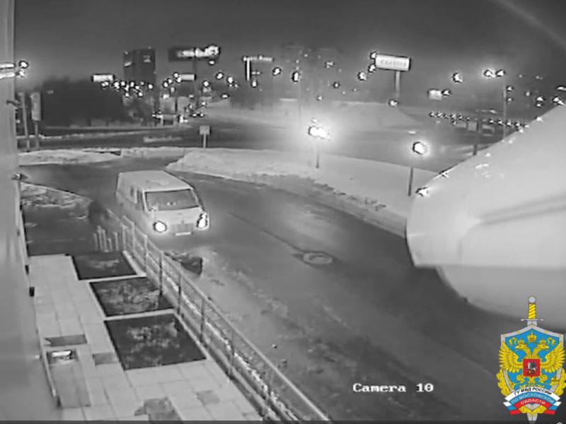 Московская полиция ищет убийцу инкассаторов, прозванного Бэтменом - он совершал налеты и крал миллионы в длинном плаще (ВИДЕО)