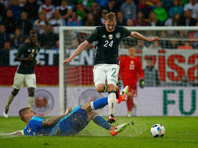В Аугсбурге состоялся товарищеский футбольный матч между сборными Германии и Словакии, в котором действующие чемпионы мира немцы проиграли соперникам сборной России на Евро-2016 со счетом 1:3