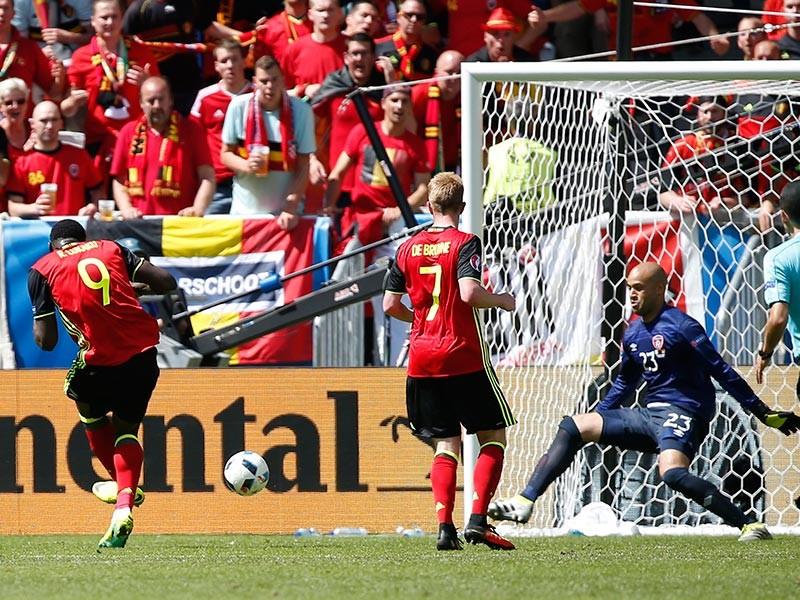 """Сборная Бельгии уверенно победила команду Ирландии в матче второго тура группового этапа чемпионата Европы. Встреча, состоявшаяся в Бордо на стадионе """"Матмут-Атлантик"""", завершилась с результатом 3:0"""