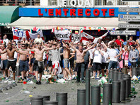 Новые столкновения между футбольными болельщиками, прибывшими на чемпионат Европы 2016 года, и полицией произошли во французском Марселе