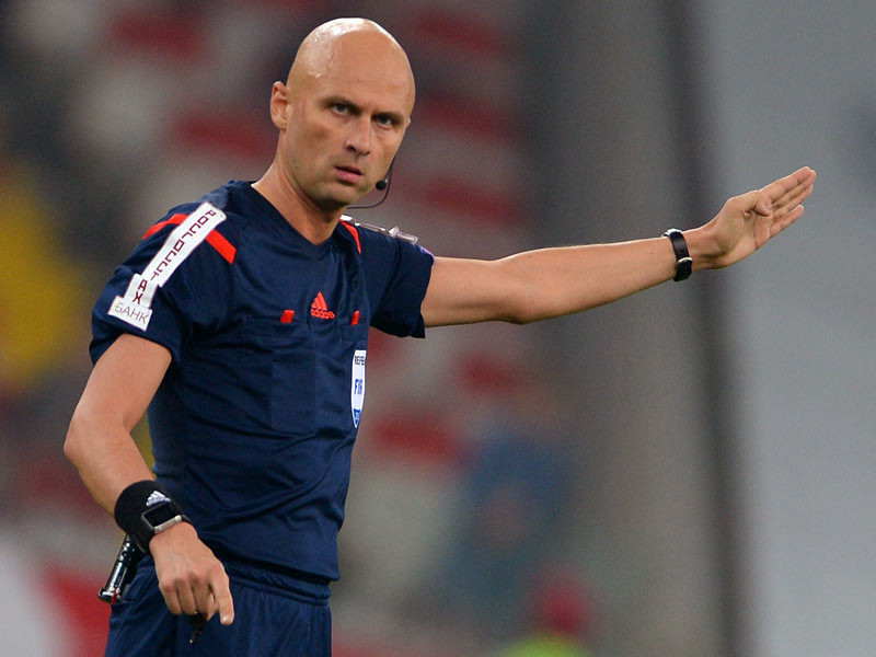 Российский арбитр Сергей Карасев не вошел в число рефери, отсеявшихся после группового этапа чемпионата Европы по футболу во Франции