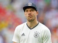 Форвард сборной Германии оправдал своего тренера, который во время матча засовывал руку в брюки и обнюхивал ее