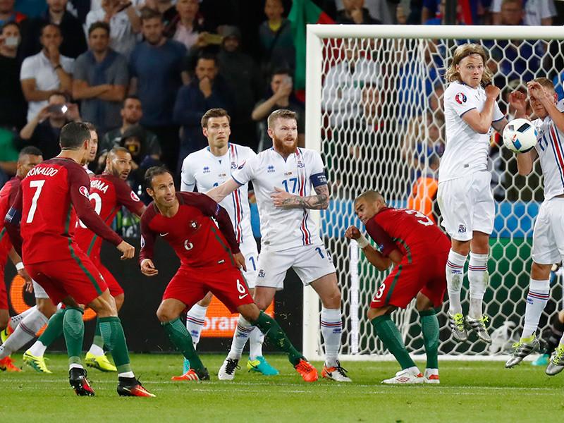 Сборные Исландии и Португалии сыграли вничью 1:1 в последнем матче первого тура чемпионата Европы по футболу, который состоялся во вторник во французском Сент-Этьене