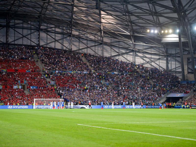 На Евро-2016 контрабандный файер загорелся в анусе албанского фаната
