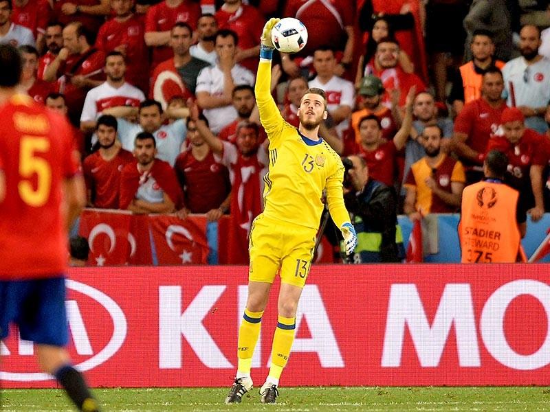 Де Хеа оставил свои ворота в неприкосновенности в играх (отборочный турнир Евро-2016 и финальная стадия) за сборную страны против Люксембурга, Македонии, Украины, Чехии и Турции