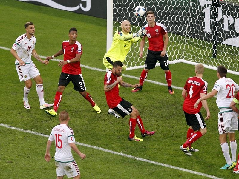 Сборная Венгрии во вторник сенсационно переиграла австрийцев в матче первого тура группового этапа чемпионата Европы по футболу 2016 года и возглавила группу F