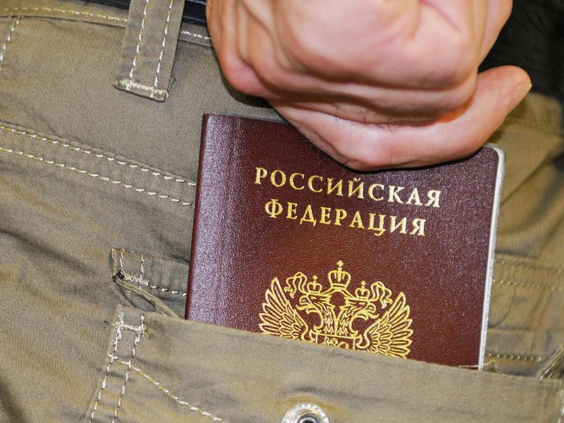 Президент России Владимир Путин подписал закон, вводящий обязательную продажу билетов и вход на официальные спортивные соревнования по паспорту