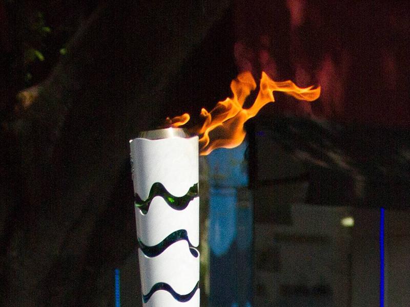На очередном этапе эстафеты олимпийского огня в Бразилии неизвестный мужчина намеревался напасть на факелоносца