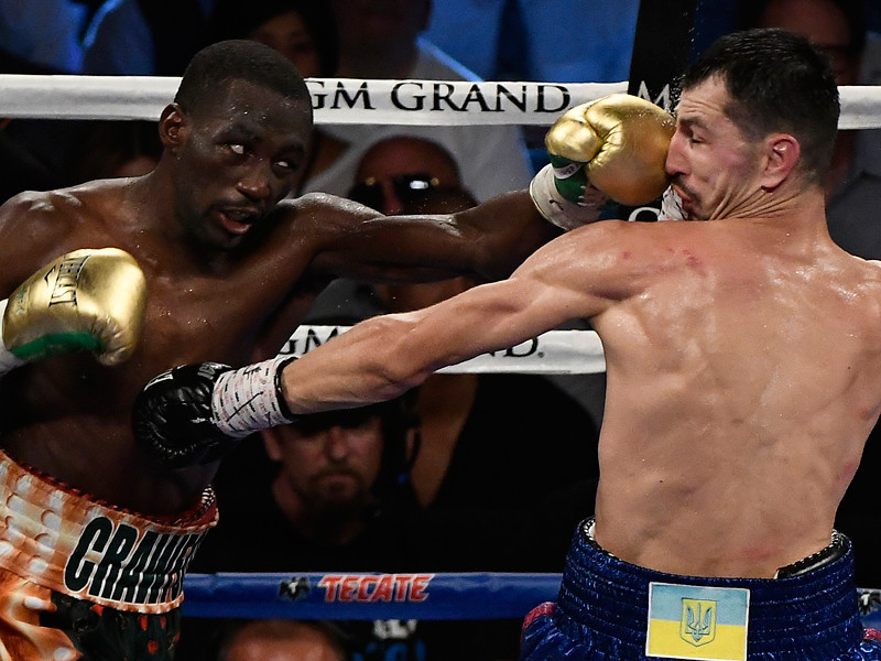 На ринге Лас-Вегаса американский боксер Теренс Кроуфорд победил украинца Виктора Постола в объединительном бою за титулы чемпиона мира в первом полусреднем весе по версиям WBO и WBC