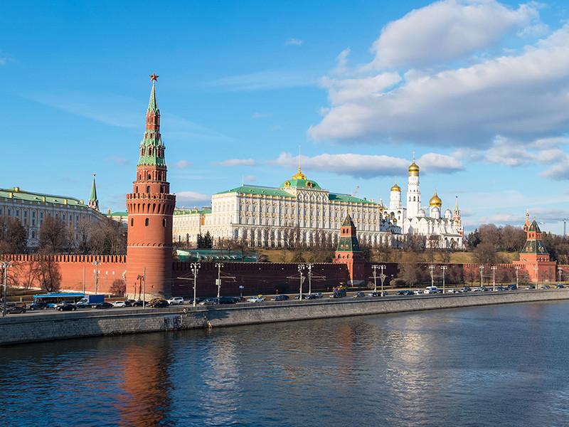 В Кремле приветствуют решение Международного олимпийского комитета (МОК), не ставшего отстранять от Олимпийских игр-2016 в Рио-де-Жанейро всех спортсменов РФ и делегировавшего это право профильным международным спортивным федерациям