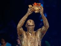 Коби Брайанта облили золотой краской во время вручения приза (ВИДЕО)
