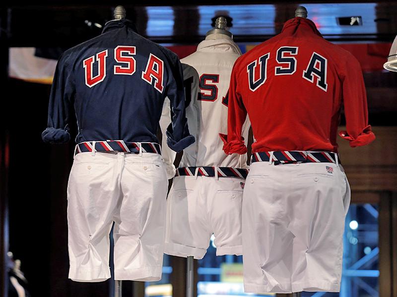 В СМИ и в соцсетях активно обсуждают парадную форму олимпийской сборной США, в которой она появится на церемонии открытия Олимпиады-2016 в Рио-де-Жанейро