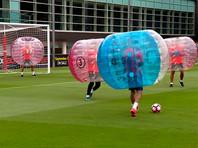"""Футболисты """"Барселоны"""" провели тренировку в бамперболах"""