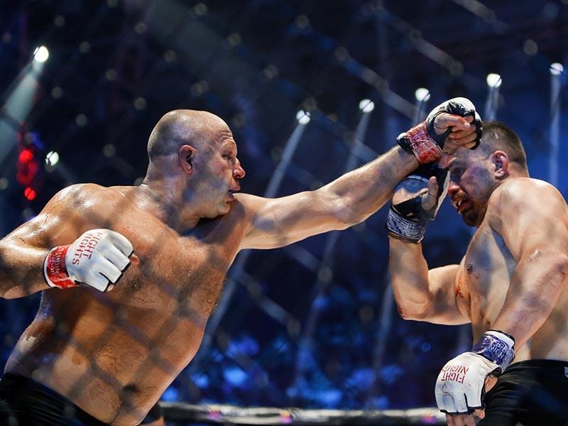 Бой между Емельяненко и Мальдонадо прошел 17 июня в Санкт-Петербурге и завершился победой россиянина по очкам, которая вызвала неоднозначную реакцию общественности