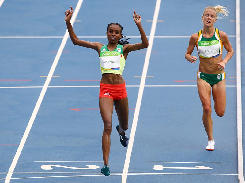 В пятницу в Рио-де-Жанейро стайерским забегом на 10 000 метров стартовал олимпийский легкоатлетический турнир, первую золотую медаль которого повесила себе на шею бегунья из Эфиопии Алмаз Аяна