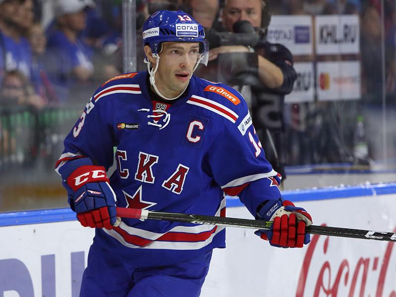 Нападающий СКА и капитан сборной России Павел Дацюк в детстве надеялся, что ему удастся совмещать посещение футбола и хоккея