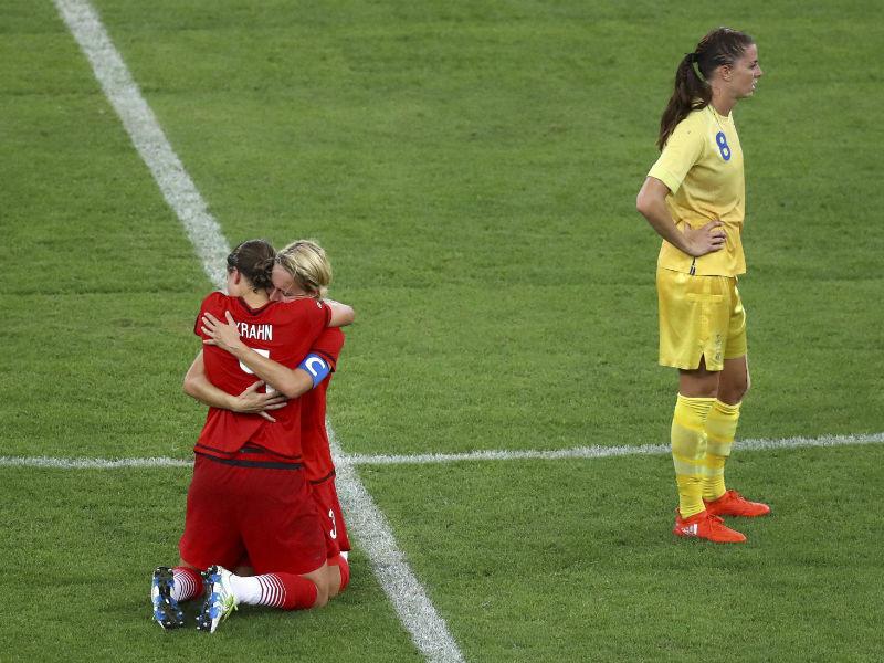 Женская сборная Германии по футболу завоевала золотые медали Олимпийских игр в Рио-де-Жанейро. В решающем матче она обыграли команду Швеции со счетом 2:1