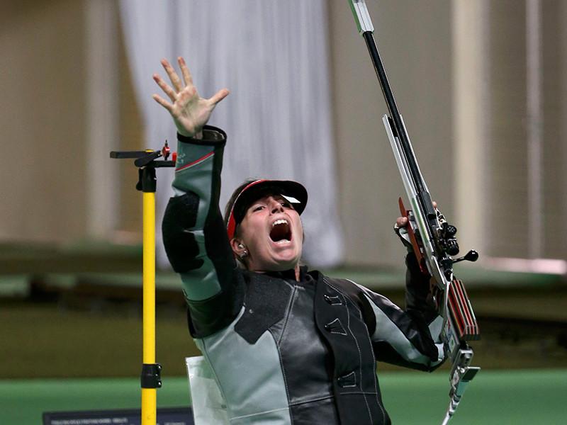 Немецкая спортсменка Барбара Энгледер стала олимпийской чемпионкой в стрельбе из малокалиберной винтовки из трех положений с расстояния 50 метров