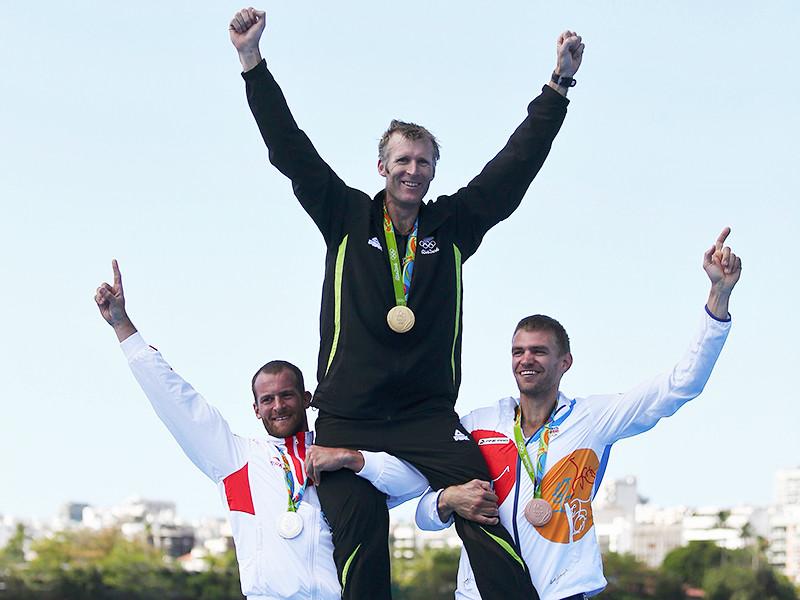 Новозеландец Мэйх Драйсдейл выиграл золотую медаль Олимпийских игр в академической гребле в одиночке. Время победителя составило 6 минут 41,34 секунды. Серебро досталось хорвату Дамиру Мартину (6.41,34). Третье место занял чех Ондржей Сынек (6.44,10)